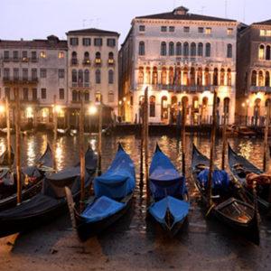 Venedigs Gondeln liegen auf dem Trockenen – Kanäle ausgetrocknet!
