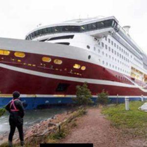 Fähre aus Stockholm mit 429 Menschen vor den Åland Inseln gestrandet